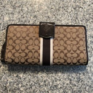Large used coach wallet